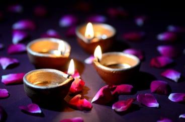diwali-candles-and-petals_20%